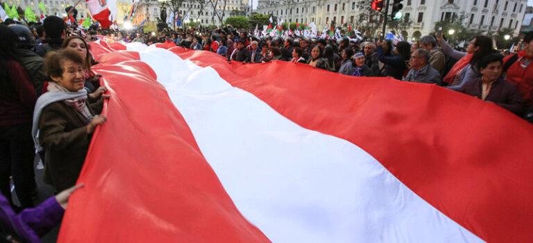 """Pronunciamiento: """"Frente a la grave crisis nacional, refundemos el país"""""""